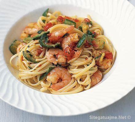 Si të gatuajmë linguini me karkaleca dhe kunguj   Bulqiza Online