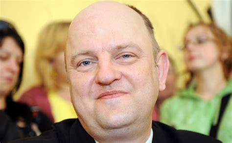 Jānis Šmits grib mainīt Latvijas himnas vārdus un ieviest ...