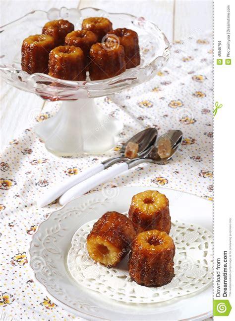dessert de cuisine canele dessert traditionnel de cuisine française photo