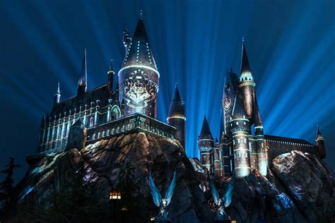 universal studios harry poter the nighttime lights at hogwarts castle now open at universal studios