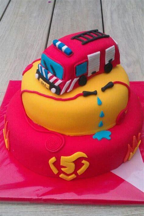 emmie model christmas set pin taarten zoetermeer cake on
