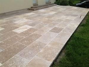 pierre calcaire ideal pour vos amenagements exterieurs With photo de jardin de particulier 8 comment poser des dalles en pierre naturelle sur son balcon