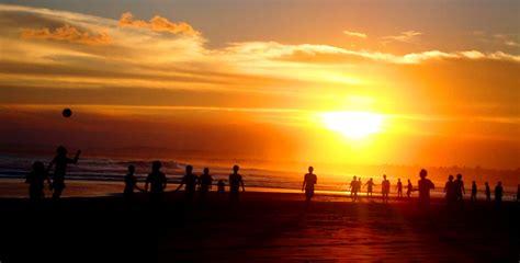 kalian penikmat sunset berikut  pantai terbaik