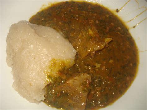 recette de cuisine camerounaise gombo à la viande accompagné de couscous de manioc la