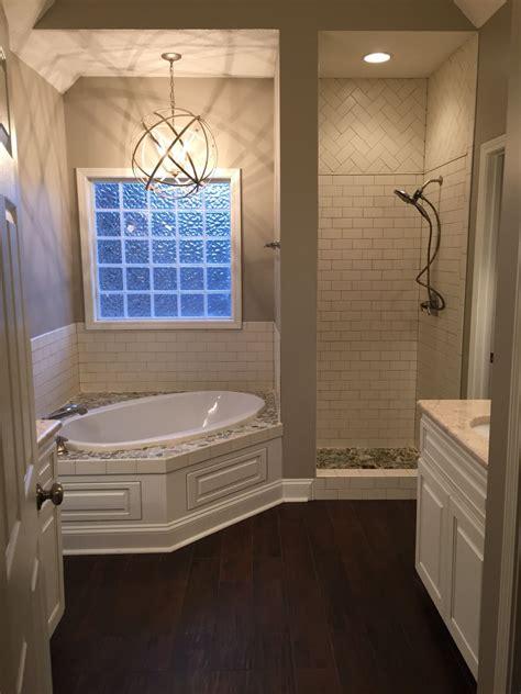 master bath shower door   installed tub