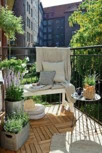 dekoration balkon die 25 besten ideen zu balkon auf kleine balkone balkon ideen und wohnung balkon