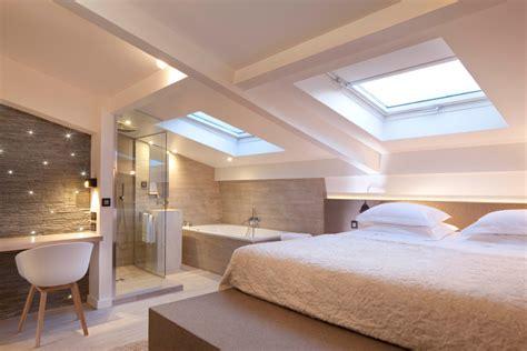 les chambres de 3 salles de bains d hôtel ouvertes sur la chambre