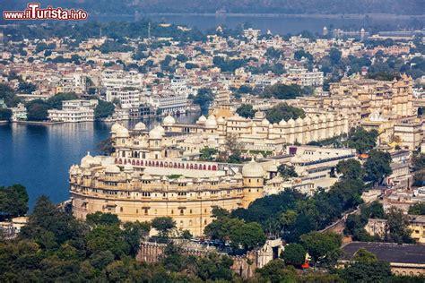 vista aerea del city palace  udaipur rajasthan