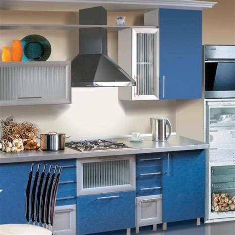 Прямые и угловые кухонные гарнитуры для маленькой кухни