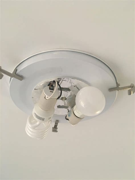 can ceiling light mount box be used to attach ceiling fan