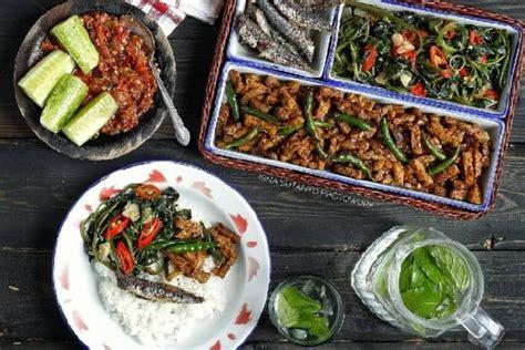 Masakan ini sepertinya bakal menjadi sebuah hidangan yang menggoda selera bila dihidangkan sebagai menu sepanjang hari. 3 Resep Tumis Kangkung Sederhana, Bisa Dimasak Hot Plate dan Pedas