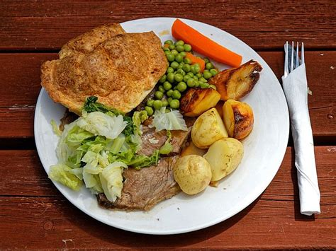 file a roast beef dinner at the queen s head boreham