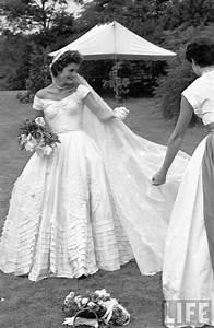 jackie kennedys wedding dress 1953 195039s wedding With kennedy wedding dress