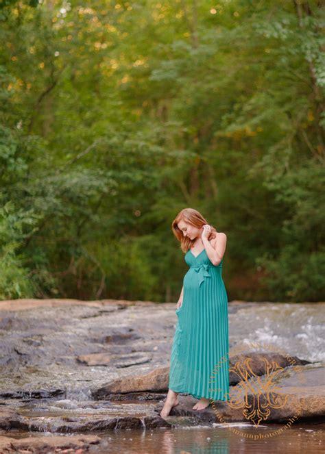 beautiful maternity photography  mother nature