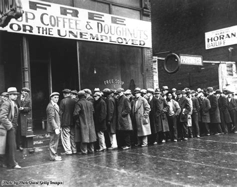 History In Pictures On Twitter A Line Of Men Wait