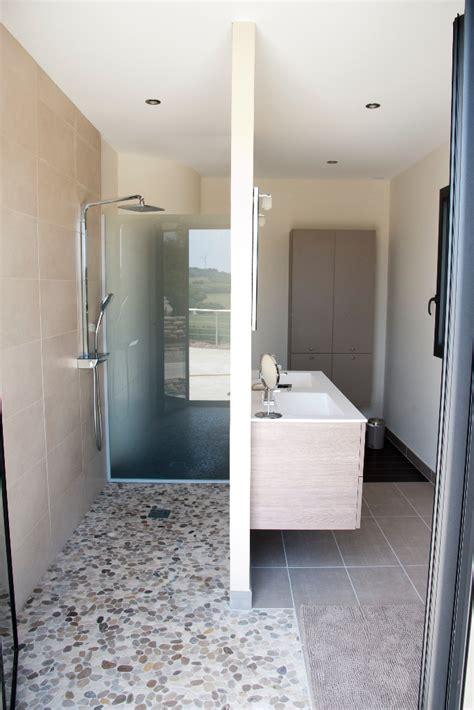 salle de bain dans chambre parentale conception intérieur aménagement influence créatrice