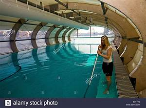 Pools In Berlin : badeschiff cleaning the floating swimming pool berlin stock photo 27701062 alamy ~ Eleganceandgraceweddings.com Haus und Dekorationen