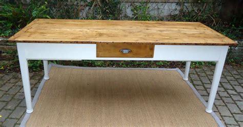 grande table cuisine grande table rectangulaire avec 3 tiroirs et une