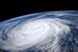 The eye of the storm from space: Spectacular image ...