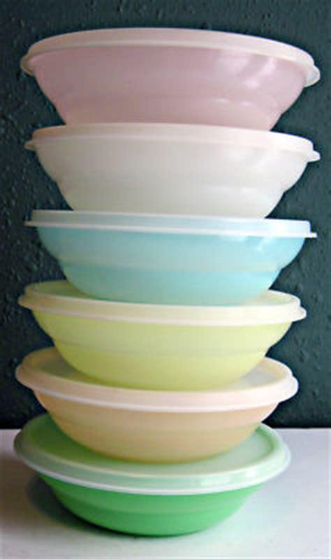 vintage tupperware lot   pastel cereal bowls
