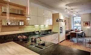 Granit Arbeitsplatte Küche Preis : intuo musterk che moderne k che in l form mit granit arbeitsplatte ausstellungsk che in ~ Markanthonyermac.com Haus und Dekorationen
