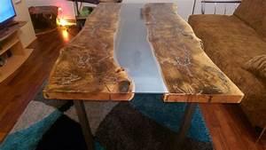 Holztisch Mit Glas : esstische holztisch esstisch mit wei em glas epoxidharz ein designerst ck von gritsch shop ~ Frokenaadalensverden.com Haus und Dekorationen
