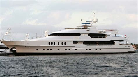 tiger woods  selling  yacht