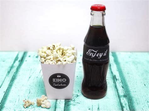 einen kinogutschein verschenken  einer popcornbox