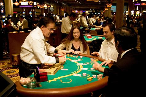 las vegas table games how to get comped free stuff in las vegas tips that work