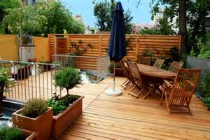 amenager une terrasse en bois am 233 nager balcon ou sa terrasse plantes mobilier