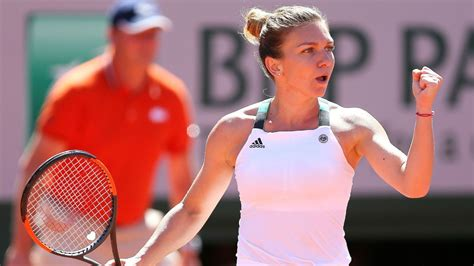 Simona Halep no.1 WTA amazing football skills! - YouTube