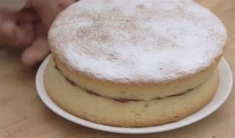 To store leftover victoria sponge, cover and refrigerate it for up to 3 or 4 days. Bikers Victoria sandwich sponge cake recipe on Teatime Treats at the WI - The Talent Zone