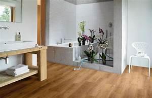 Vinyl Badezimmer Wand : fotostrecke holzoptik in badzimmern mit vinyl realisieren ~ Michelbontemps.com Haus und Dekorationen