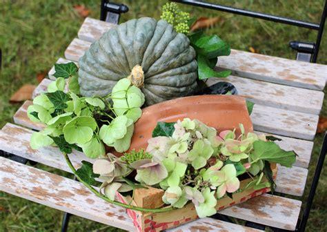 Was Im Herbst Im Garten Machen by K 252 Rbis Deko F 252 R Den Herbst Tage Im Garten