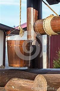 Une Corde De Bois : puits en bois seau sur une corde images libres de droits ~ Melissatoandfro.com Idées de Décoration