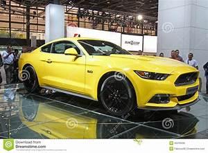 Salon De L Automobile 2015 Paris : jaune ford mustang 2015 au salon de l 39 auto de paris photo ditorial image 45378436 ~ Medecine-chirurgie-esthetiques.com Avis de Voitures