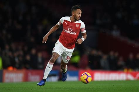 Manchester United sent warning by Arsenal star Pierre ...