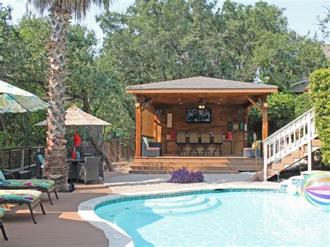 san antonio backyard raises the bar on outdoor