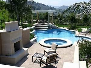 whirlpool im garten 100 fantastische modelle archzinenet With französischer balkon mit luxus pool im garten