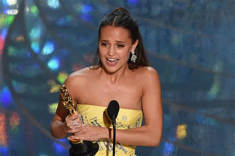 2016 oscar best actress alicia vikander wins best supporting actress at 2016 oscars