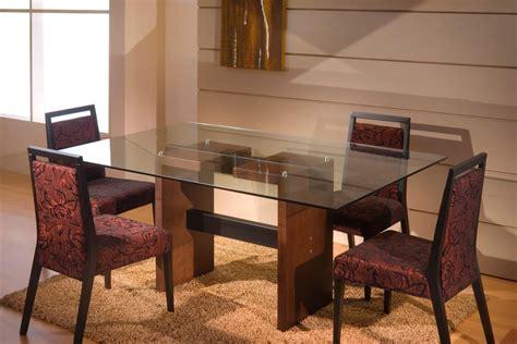 mesa de comedor en madera  tapa vidrio   en
