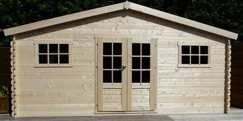 chalet de jardin en bois 20 m2 madriers de 28 mm avec porte et fen 234 tres abri de jardin