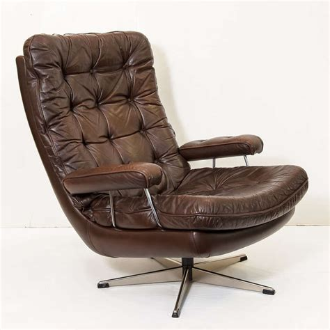 swivel lounge chair of tufted leather at 1stdibs