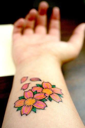 fiori di ciliegio tatuati 89 diversi tatuaggi di ciliegie rosse