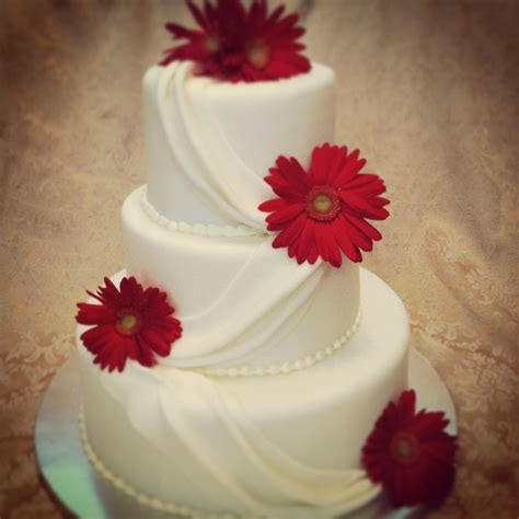 wedding cake drapes fondant cake drapes daisies wedding cake