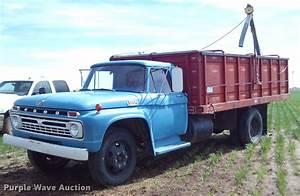 1966 Ford F600 Grain Truck