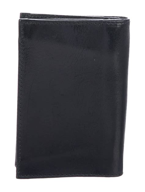 Shop the prada card holders range from our bags department for a wide range of prada card holders   available to buy online from selfridges.com. Men's black leather Prada Capra Lux cardholder with dual card slots and dual business card ...