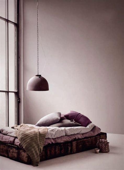 repeindre une chambre à coucher couleur parme violet couleur idées déco chambre à coucher
