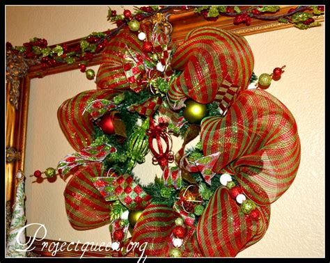 decorating with wreaths how to decorate a christmas wreath with mesh ribbon styloss com