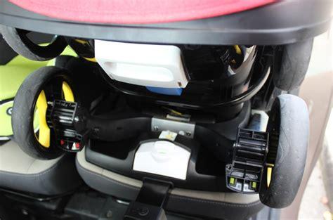 comment installer un siege auto dans une voiture comment fixer un cosy dans une voiture sans base